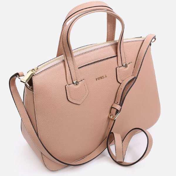 3f988d5085be Геометрические формы, разнообразная модная расцветка, широкий выбор – все  это про женские сумки от Furla. Их самые знаковые модели ...